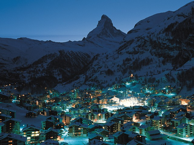 Zermatt by night - Photo © Kurverein Zermatt